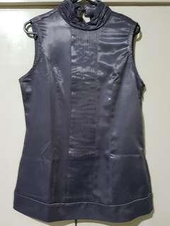 Gray sleeveless top (M)