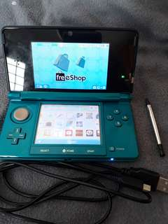 Modded Nintendo 3DS With 32 gb card and usb charger