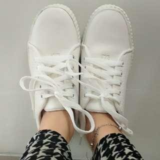 Sepatu Putih (JUAL CEPET, GA RIBET)