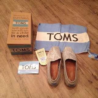 TOMS 降價換現金