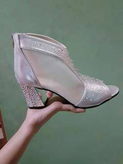 Woman's shoes silver