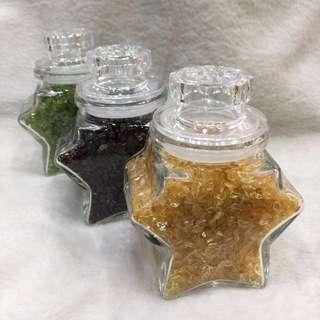🚚 橄欖綠、紅石榴、黃水晶碎石罐-每罐$150、三罐$400、四罐$500