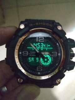Dijual jam merk gshock hitam 99%.fungsi semua  normal.kaca mash ada plastik nya.anti air