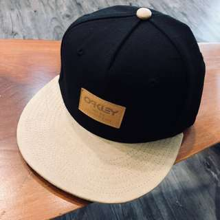 BNWT Oakley Cap Black with Brown