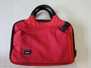 Crumpler dry No7 laptop bag (red)