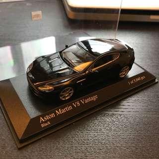 Minichamps 1:43 Aston Martin V8 Vantage
