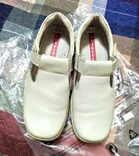 🚚 SHIBORDIN 全牛皮氣墊休閒鞋 (可穿到38)