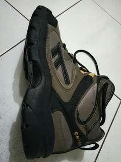 Sepatu gunung hi tec