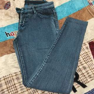 Size 25 maong skinny jeans