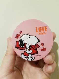 Innisfree No Mineral Sebum Powder Snoopy Edition