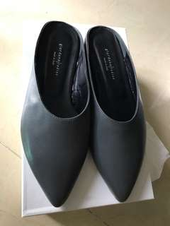 Giordano ladies 灰黑色尖頭涼鞋 size 37 Made In Italy