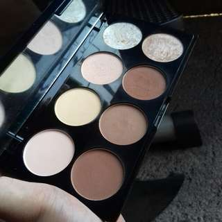 Revolution contour and highlighter palette