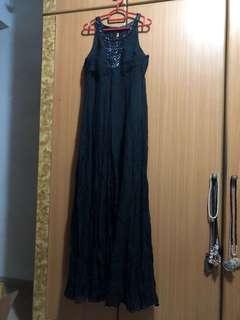 L Simple Black Evening Gown