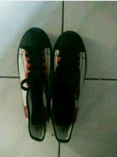 Sepatu Warrior England
