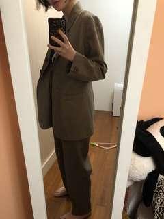 🚚 古著二手 灰綠色套裝 西裝外套加微鬆緊西裝褲