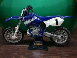 1:12 Yamaha YZ 250 scaled model
