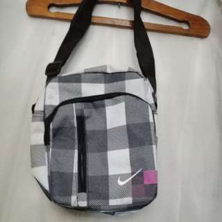 FREE NIKE BAG FOR EVERY PURCHASE WORTH 200+