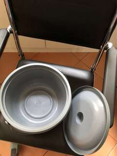 Commode chair / urine