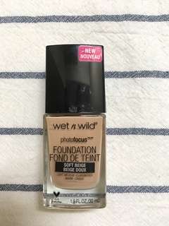 wet n wild photofocus foundation (soft beige)