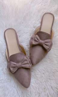 handicrafting flat shoes...