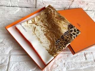 🚚 Hermes全新米白豹子90cm silk 絲巾