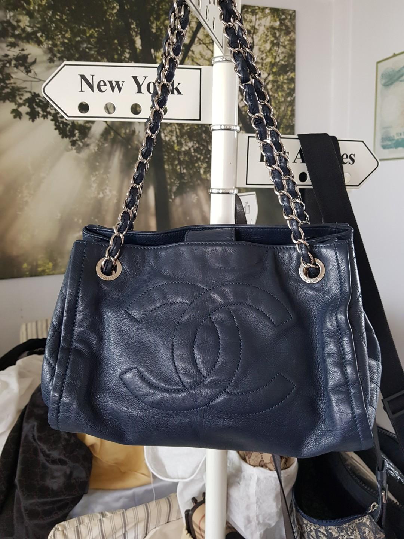 9c0f9eed2bcb0 Chanel leather bag