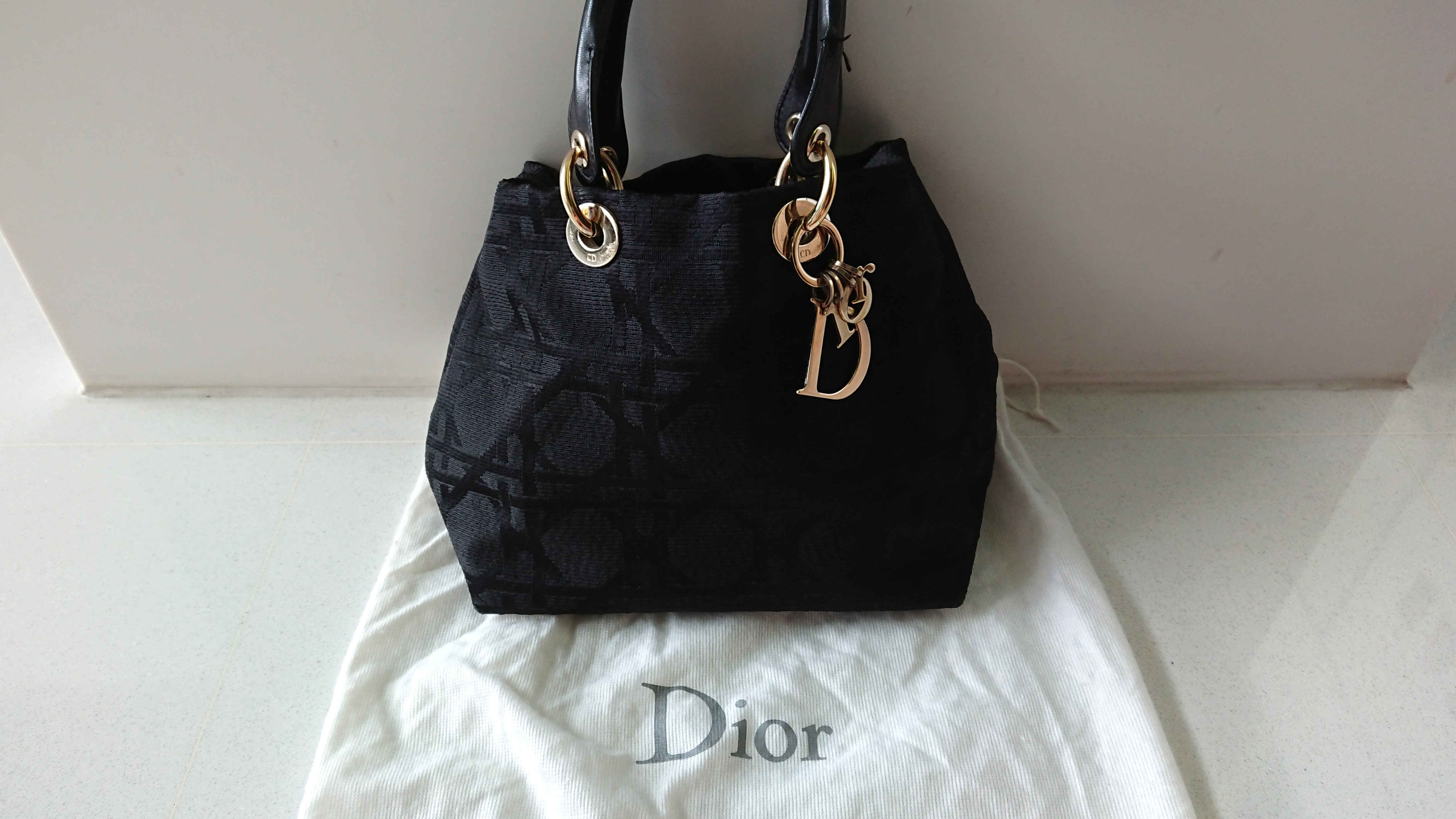 Christian Dior Lady Dior handbag in Black canvas Cannage in Gold ... 421d87e892668