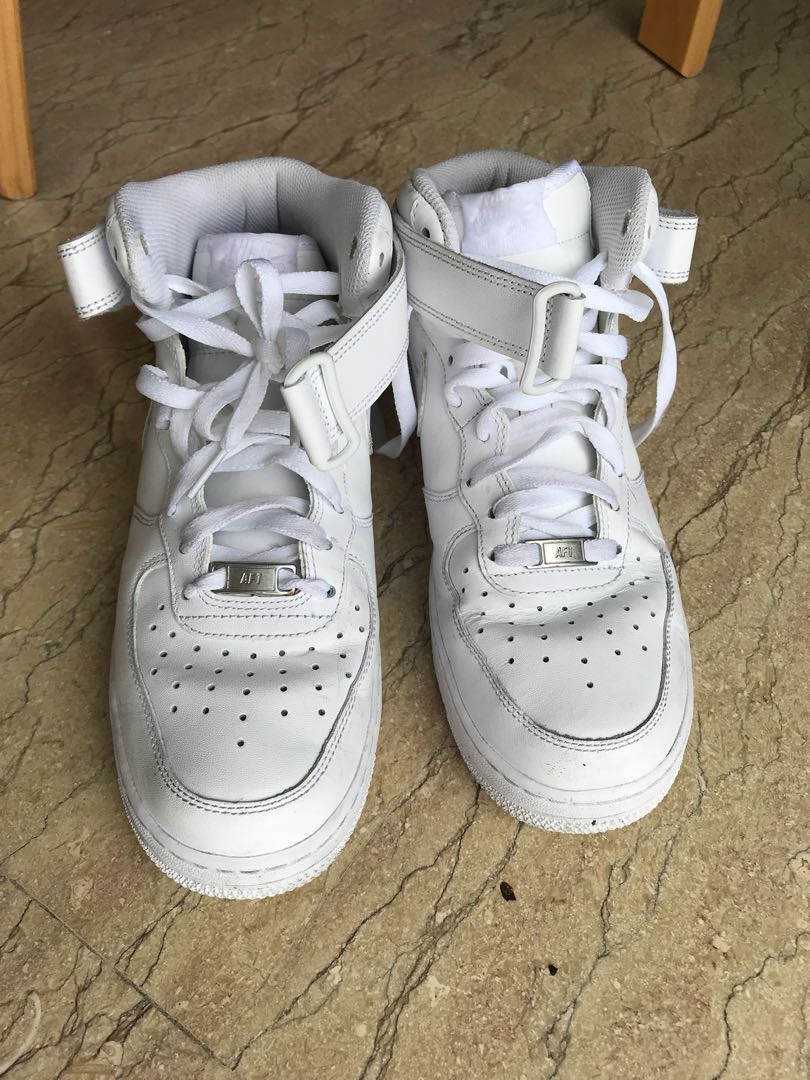 Mid Top NIKE Airforce 1 - US 8.5 Size
