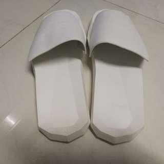Unisex White Slipper