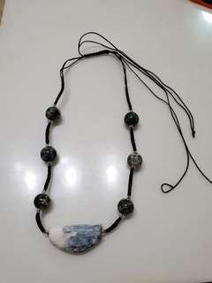 Necklace with natural sone