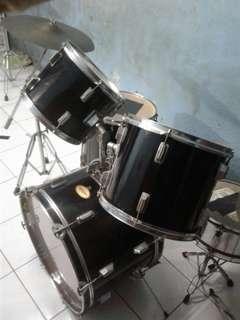 """Jual murah 1 set Drum merek """" Tornado """" ( komplit ) Minat ? Bisa chat di WA : 082112222045"""
