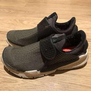Nike Sock Dart 軍綠色