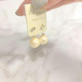 MADE IN KOREA Pretty Crystal Cotton Pearl Earrings 棉棉珍珠吊耳環