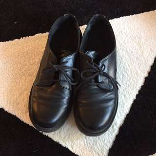 Size 38/ 7 Black Shoes
