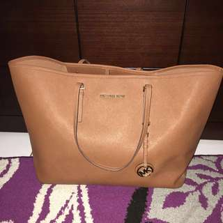 Michael Kors Totebag(size large)
