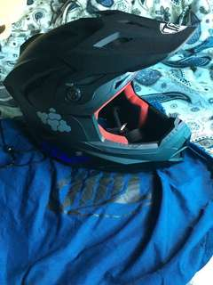 THH full face helmet(XL).(good condition n no smell)