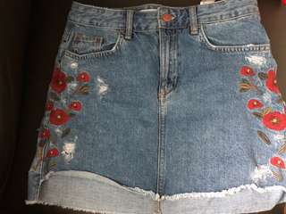 Zara Floral Embroidered Denim Skirt Size Small