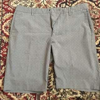 Uniqlo Shorts Size: Medium