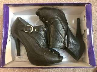 Peeptoe boots