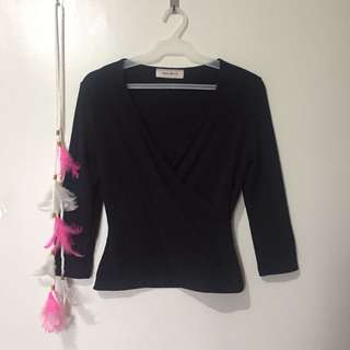 Stretchable black long sleeves
