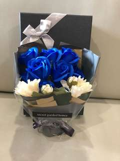 ❗️LAST SET❗️For blue colour lovers❗️Handmade Flower soap rose gift box🎁 Ideal for Valentine's Day/Mother's Day/Birthday/Anniversary 😁(real actual photos taken!)👏🏻*FREE greeting card upon request* 😀
