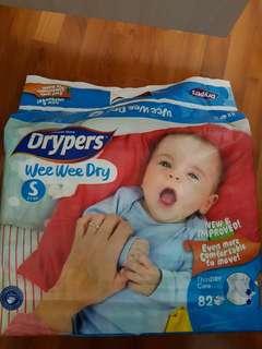 2 Drypers Wee Wee Dry tape (S size)
