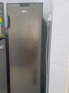 Almost New up-right freezer for sale (condition 9.5/10)