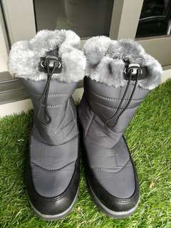 Winter Boots. Size US 6