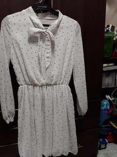 White/black polkadots dress with ribbon