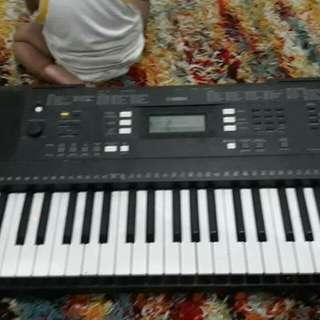 for sale yamaha keyboard with stagg ampli