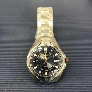 舊款精工錶,底蓋有花剩錶,講價者一率不回覆,不合完美者