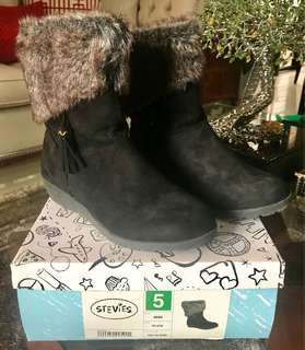 Stevies suede boots size5 USA