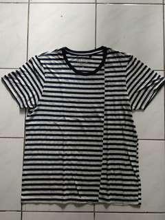 T-Shirt FAMO (Size M, Putih dot Garis Garia Hitam)