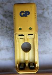 GP 充電器  AA AAA (可長充)